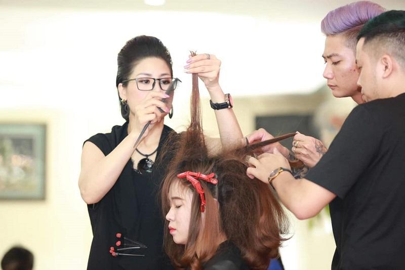 Hướng nghiệp nghề: Ưu tiên nghề cắt tóc chuyên nghiệp